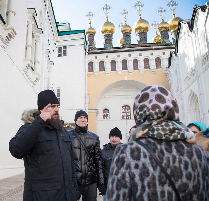 На экскурсии в московском Кремле