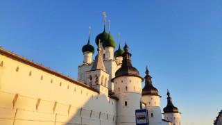 Храм Иоанна Богослова и малая звонница со внешней стороны Кремля